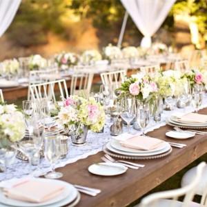 Ниски аранжировки на градинска сватба